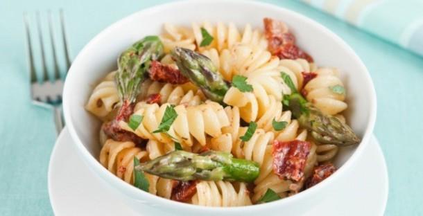 "Alt=""vorrei italian pasta with asparagus & sun dried tomato"""