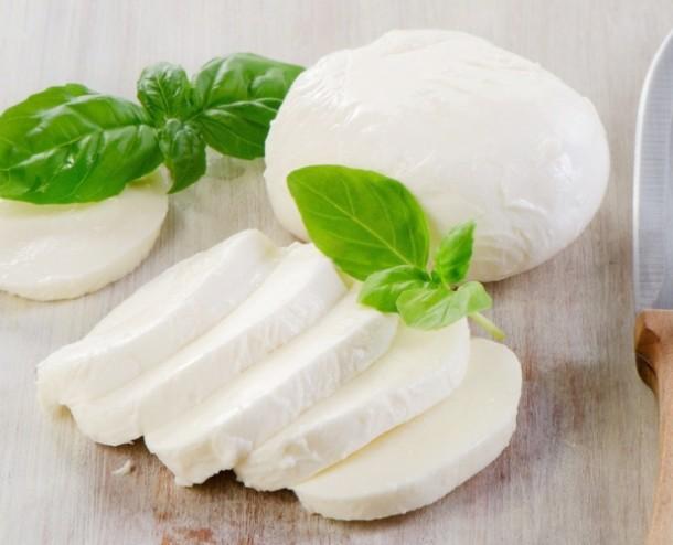 """Alt=""""mozzarella for aubergine parmigiana"""""""