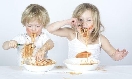 vorrei italian Kids eating spaghetti