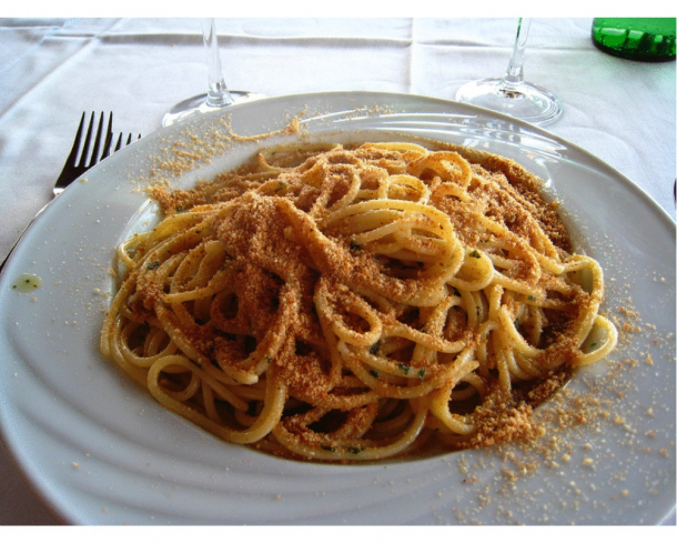 christmas recipes spaghetti with anchovies and breadcrumb