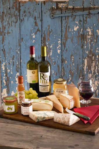 "Alt=""vorrei italian cheese and wine party boozy christmas hampers"""