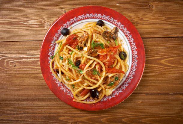 """Alt=""""vorrei italian Spaghetti puttanesca with anchovies"""""""